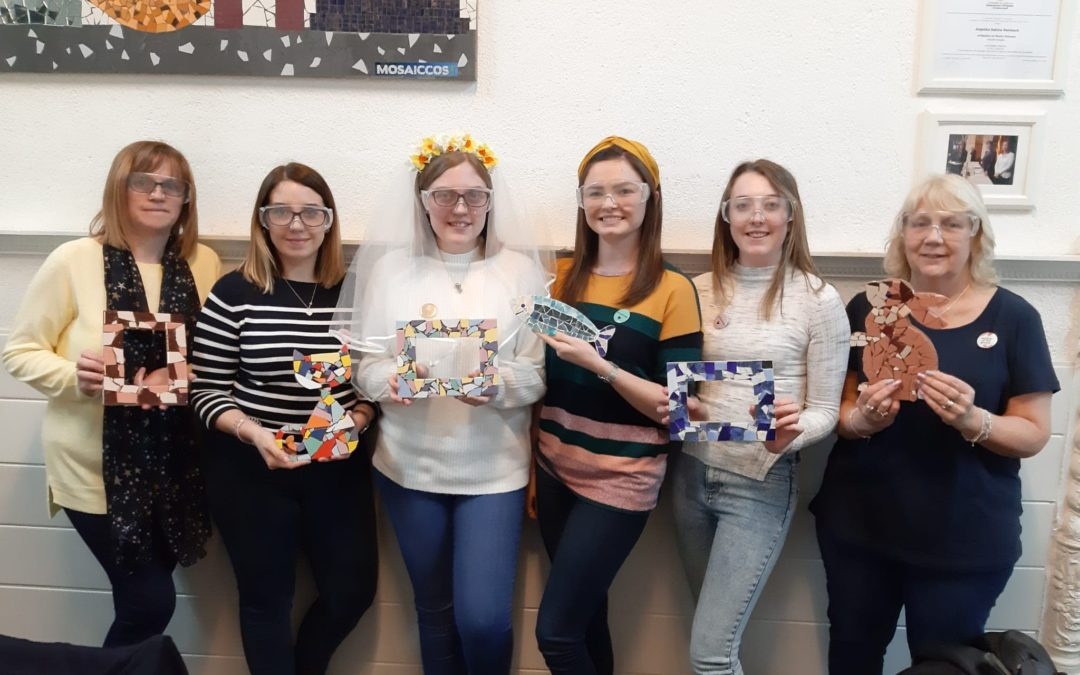 Celebrating part of a Bachelorette party celebration at our workshop (MOSAICCOS), using Antonio Gaudis trencadís mosaic to make the trip all the way from the UK unforgettable.